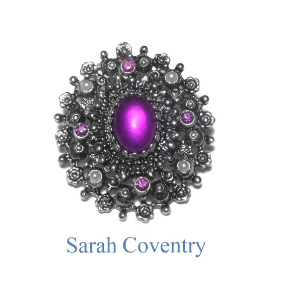 Sarah Coventry brooch pendant, 'Catherine' brooch from 1973, amethyst cabochon with purple rhinestones and pearl seed beads, silver floral
