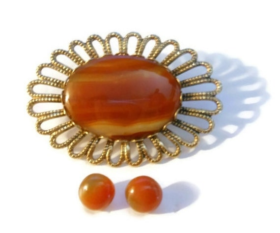 Banded agate orange brooch pin with matching pierced earrings.