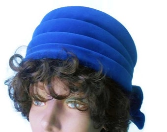1950s 1960s turban pillbox hat blue velvet with bow in back, United Hatter Cap and Millinery Union vintage