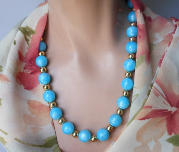 1950s blue lucite necklace, blue beads with light blue marbling interspersed with smaller gold beads for a lovely retro effect