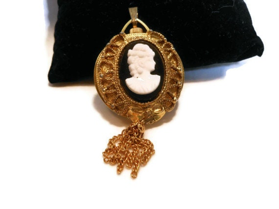 Watch Cameo pendant - Swiss Made Lucerne winding two sided Pocket Watch black Cameo pendant in working condition
