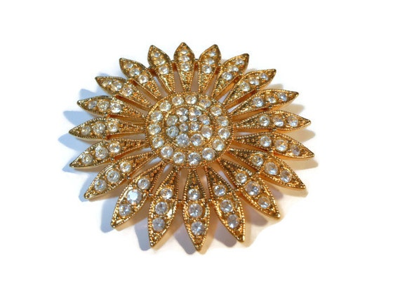 Rhinestone daisy brooch, sparkling rhinestone and gold plate daisy pin with 87 rhinestones circle flower