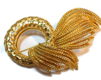 BSK circle brooch gold plated open work lattice brooch with ribbon accent