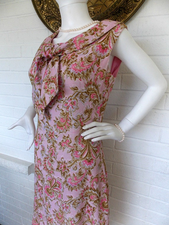 60's Pink Paisley Wiggle Dress with Peter Pan Coll