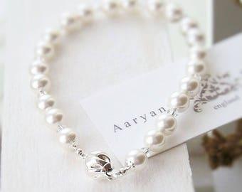 Bridal bracelet, pearl and crystal bracelet, pearl wedding bracelet, wedding jewelry, bridal jewellery, brides bracelet