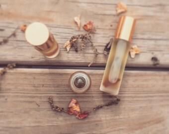 Moon Lodge   Women's Herbal Oil - Aromatherapy Vial - Mugwort x Sage x Labradorite