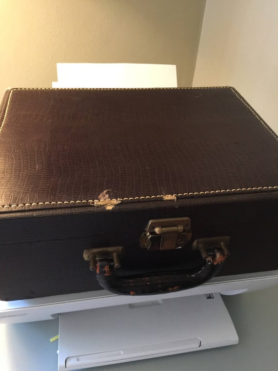 Vintage Train Case/MakeUp Case/Small Luggage - image 3
