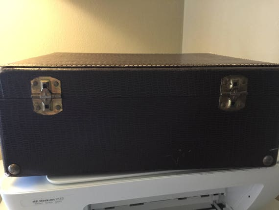 Vintage Train Case/MakeUp Case/Small Luggage - image 6