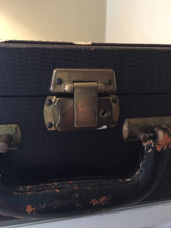 Vintage Train Case/MakeUp Case/Small Luggage - image 5