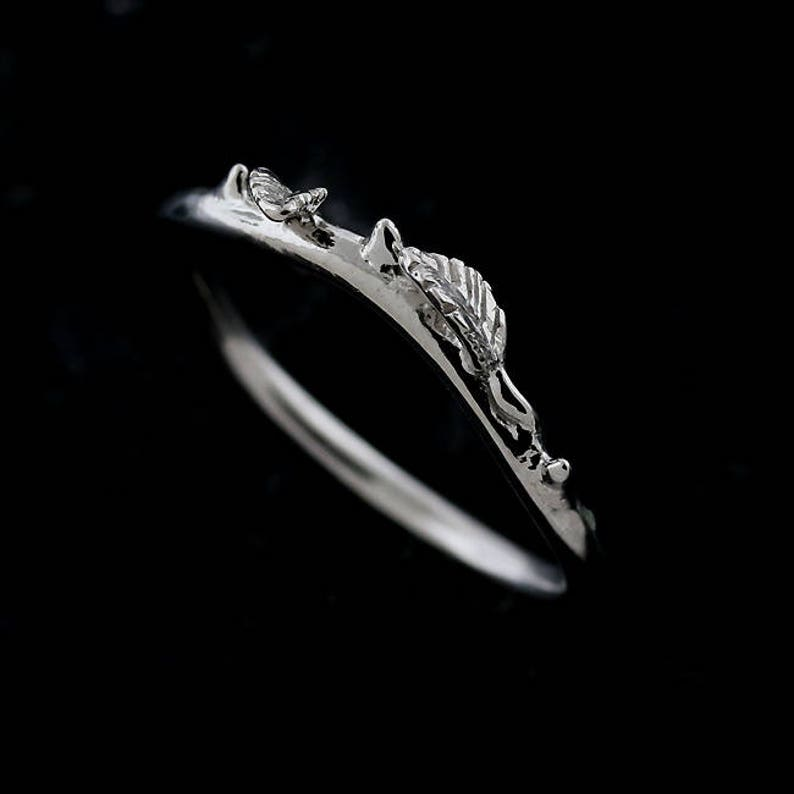 Leaf Gold Wedding Band Organic Leaves Wedding Ring Twig Band Contour Curved Nature Inspired Ring Delicate Thin Gold 1 5mm Ring Enhancer
