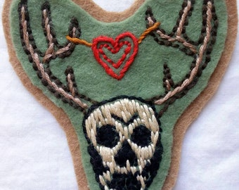 Antlered Skull Hand Embroidered Patch - antlers, skull, death, Cernunnos, heart, Goth fashion, Goth love, witchy patch