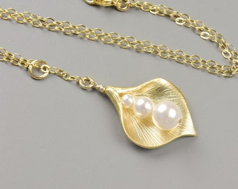 Gold Calla Lily Necklace - Choose Your Color Swarovski Pearl Necklace - Pearl Bridesmaid Jewelry - Bridal Jewelry - Pearl Wedding Jewelry