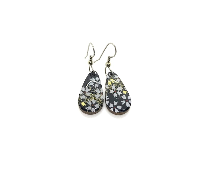 Black and Gold Earrings White blossoms Small Drop Japanese image 0