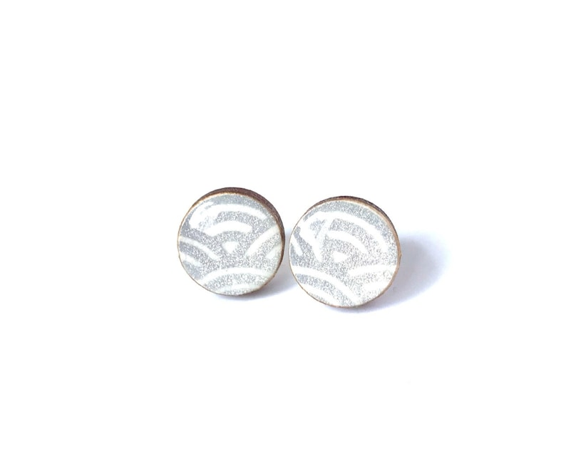 Silver and White Stud Earrings Wave pattern Japanese image 0