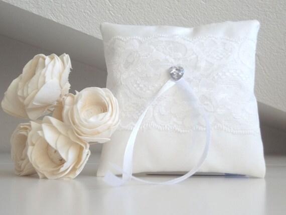Cuscino Portafedi Bianco E Blu.Cuscino Portafedi Bianco Con Nastri In Satin E Decorazione In Pizzo