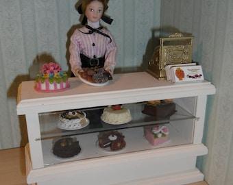 Dollshouse Miniature Shop Counter. Made by Linda Elgenes by Snowflake Miniatures.