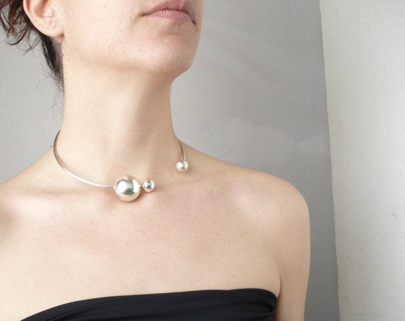 silver open choker with silver balls