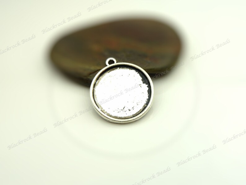 Cameo Base Fits 18mm Cab 10 or 50 Cabochon Settings Antique Silver Tone BA35 Round Bezel Trays Pendant Blanks