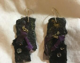 "Happy Notes Judaic Art ""Royalty/מלכות"" Hebrew Prayer Earrings"