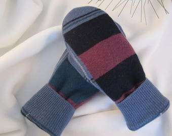 Men's size medium mittens color blocked in blue, black, lt. burgundy and teal  fine weave fleece lined  ready to ship