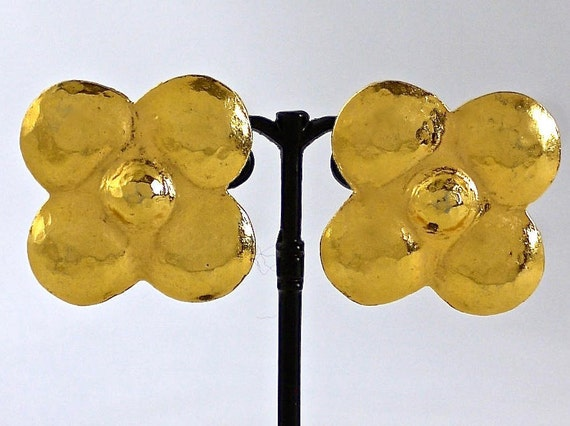 Vintage LANVIN Hammered Clover Flower Earrings - image 7