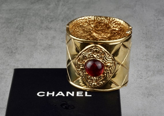 Vintage CHANEL Gripoix Quilted Cuff Bracelet