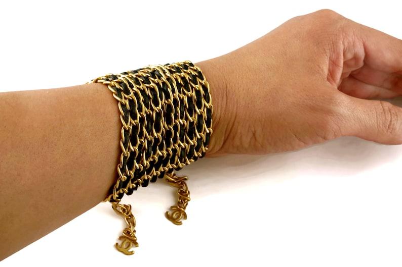 1ffdcc1420 Vintage CHANEL 12 catena bracciale largo in pelle a più   Etsy