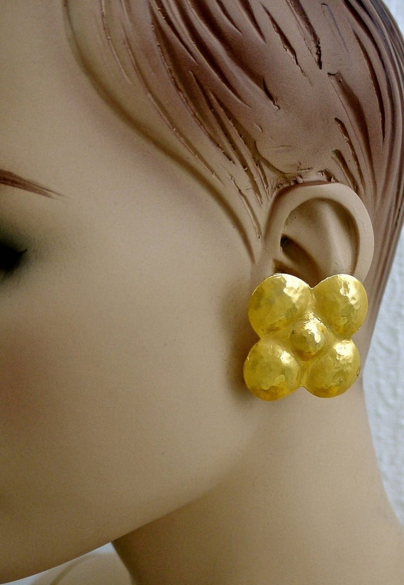 Vintage LANVIN Hammered Clover Flower Earrings - image 6