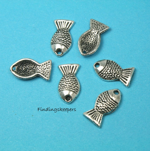 8 Fish charms antique silver tone FF30