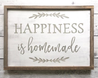 """Distressed Wood Sign - """"Happiness is Homemade"""" - Farmhouse Style Sign - Rustic Home Decor"""