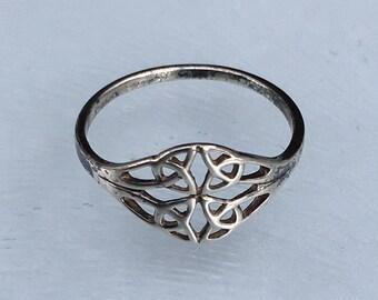 Celtic Design Ladies or Child's Ring in Sterling Silver, Boho Vintage Ring  - U.S. Size 5 (uk J + 1/2).