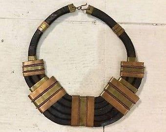 Vintage choker necklace / 70s Necklace / tribal Black leather choker necklace / bronze brass vintage necklace / vintage black African choker