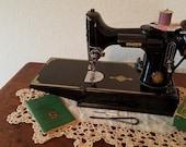 Singer Featherweight 221 Centennial sewing machine AK603
