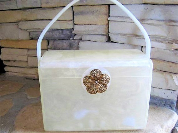 Wilardy White Purse, Signed Wilardy, Pearlized Lucite, Movable Top Handle, 50's Party Purse