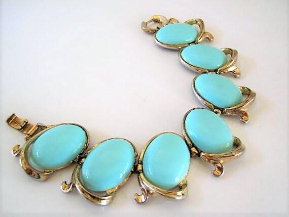 Crown Trifari Bracelet, Bolero Pattern, Turquoise Lucite Cabochons, Link Bracelet