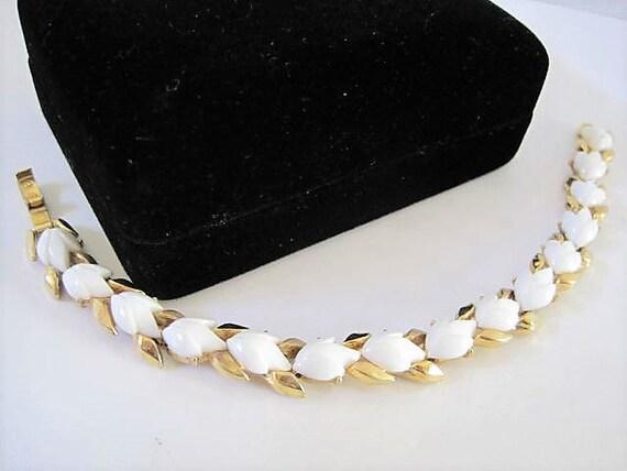 Crown Trifari Bracelet, White Lucite, Tulip Pattern, 60's Bracelet