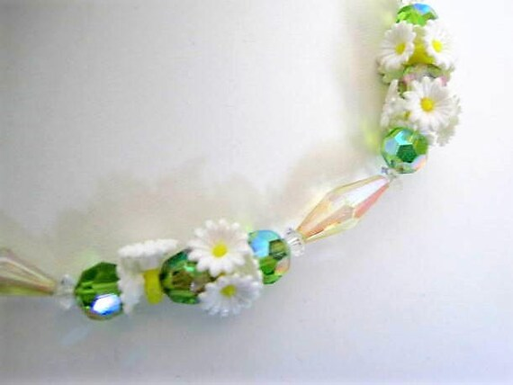 Daisy Green Necklace, Flower Garden Party Plastic, Lucite Beads, Daisy Flowers, Summer Necklace