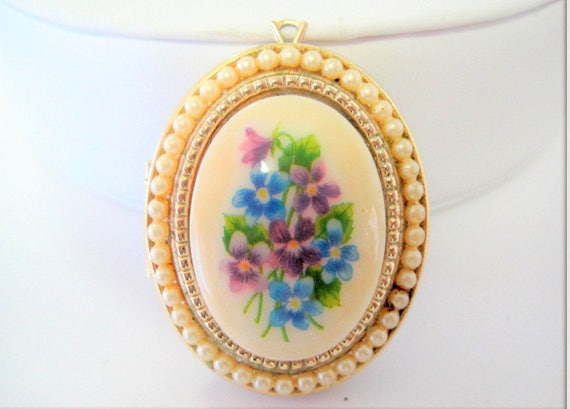 Avon Porcelain Locket, Vintage Pearl Edge,  Original 50's Photo Locket