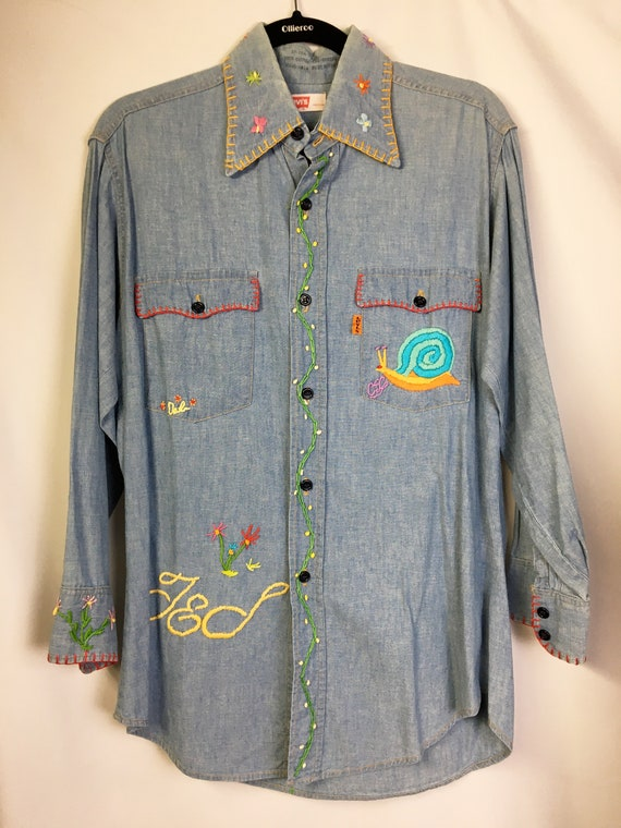 1970s LEVIS Embroidered Stitched Chambray Shirt
