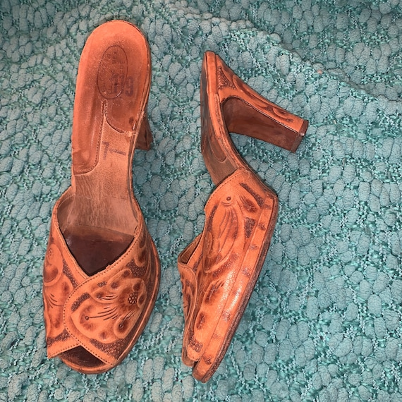 50s-60s-70s TOOLED LEATHER MULES Heels