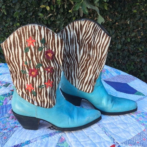 90s TURQUOISE COWHAIR EMBROIDERED Cowboy Boots