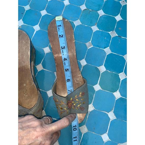 40's CARVED PAINTED Wood SLIDES Sandals - image 6