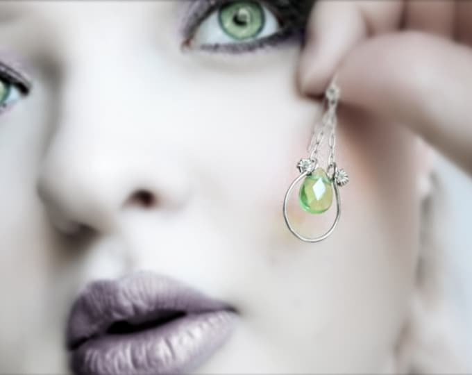 Green Teardrop Earrings, Silver Chain Dangle Earrings, Victorian Style Green Briolette Drop Earrings