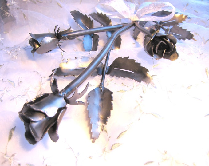 Rose Metal Art Sculpture Handmade from Recycled Metal, Everlasting Rose, Metal Roses, Rosebuds, Long Stem Roses Sculpture