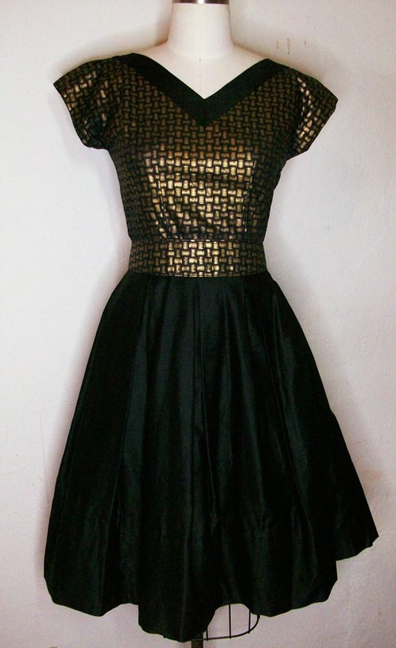 Late 1940s Early 50s Top, Skirt, and Matching Belt