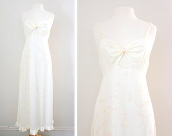 Vintage Lingerie Maxi Nightgown - Pink Floral Print, Sweetheart Neckline, and Keyhole Cutout - Retro Boudoir Pin Up Style - Size Medium