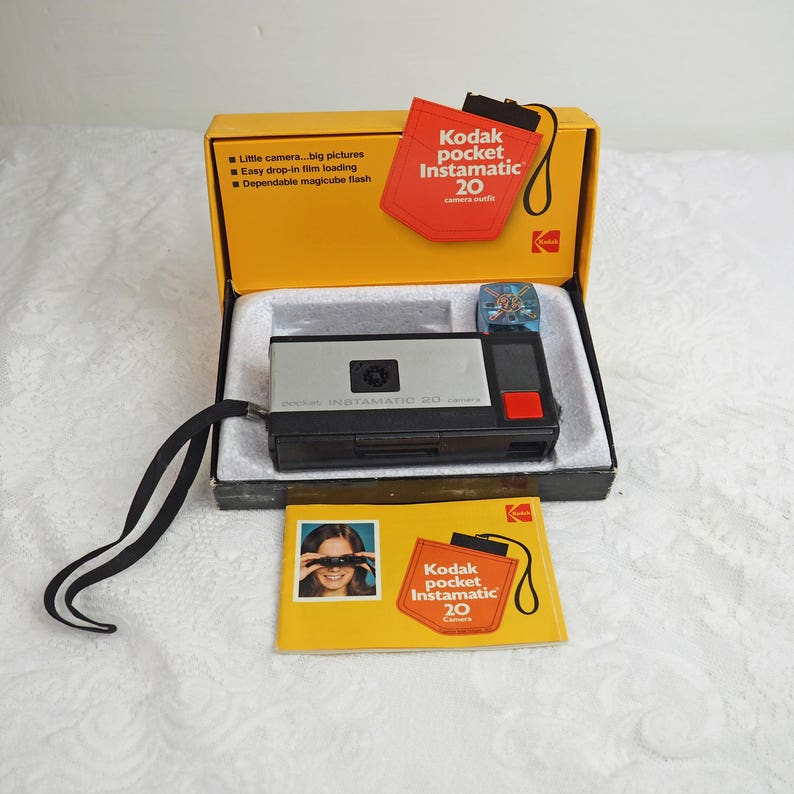 Cat 107 7155 UNTESTED Includes Instructions Vintage Kodak pocket Instamatic 20 Camera Outfit in original box