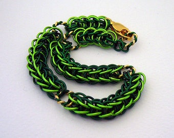 Boughs of Holly Chainmaille Bracelet