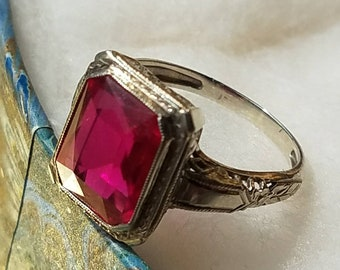 Art Deco 18K White Gold Filigree Cultured Ruby Ring