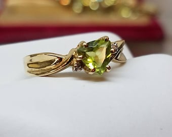 Vintage 10K Yellow Gold Peridot Ring